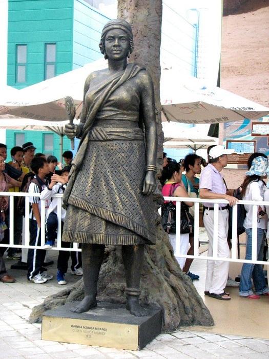 Один из памятников королеве Анне I, известной как Нзинга.