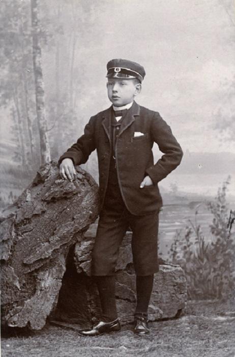 Йон Бауэр в детстве.