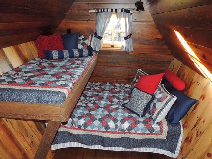 Варианты интерьеров: спальня на троих.