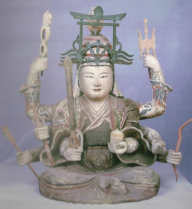 Некоторые старые статуэтки изображают Бэндзайтэн вооружённой.