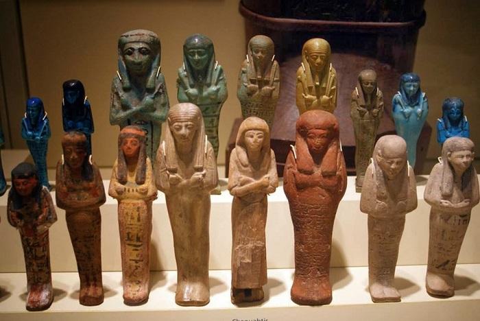 Не все статуи и предметы утвари добрались до Европы целыми.
