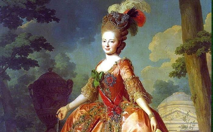 Мария Фёдоровна, прямо как по рекомендациям американских домохозяек пятидесятых, всегда была нарядно одета.