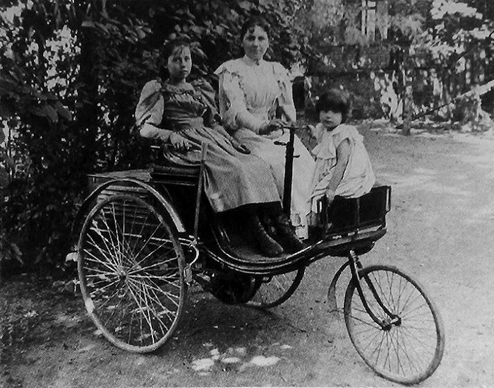 Берта Бенц с детьми.