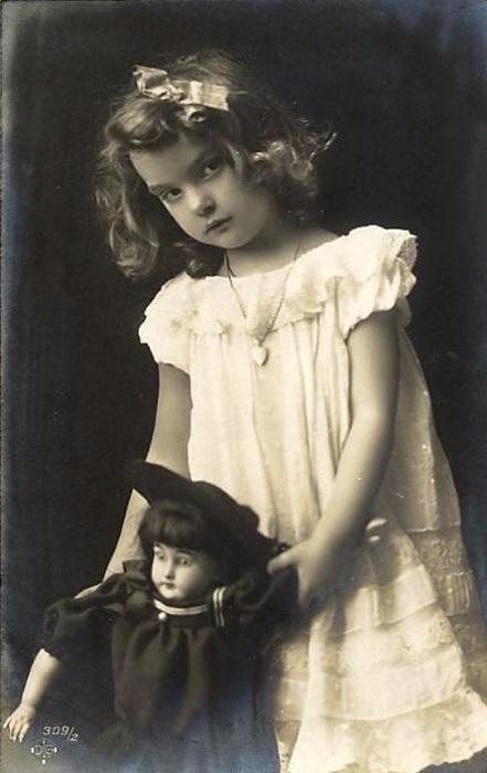 Так одевались девочки, когда Памела была маленькой.