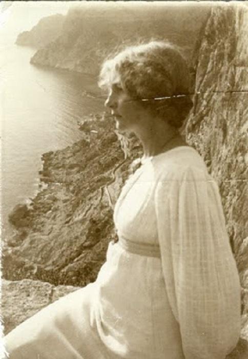 Эстер послужила моделью для многих героинь рисунков Йон Бауэра.