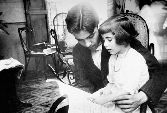 Юный Федерико с сестрой Исабель.