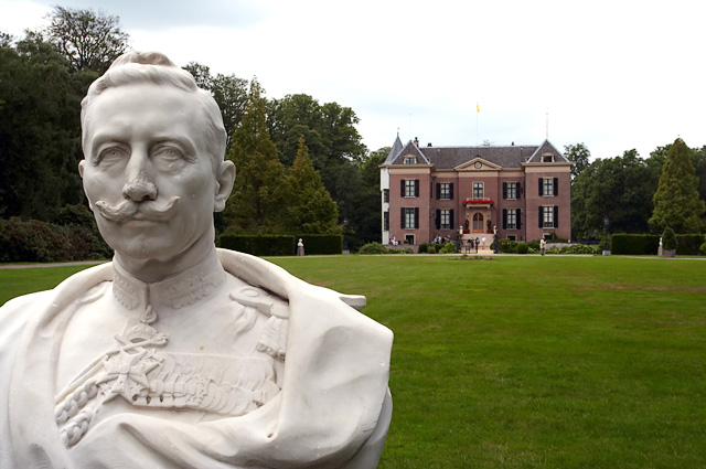 Рыцарь, распутник, добряк и идиот: Как последний германский император всю жизнь пытался быть правильным.