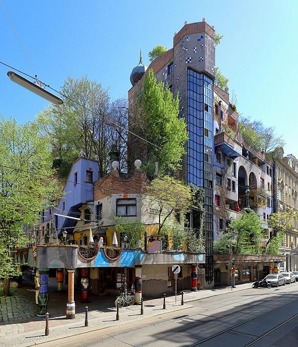 Старая добрая Вена, нарисованный домик и дикий лес.