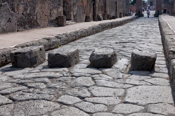 Пешеходный переход в Помпеях.