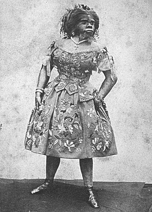 Хулия Пастрана в сценическом костюме.
