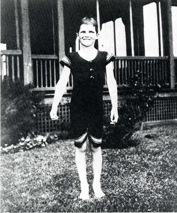 Кэтрин раздражала окружающих, представляясь мальчиком и одеваясь, как мальчик.