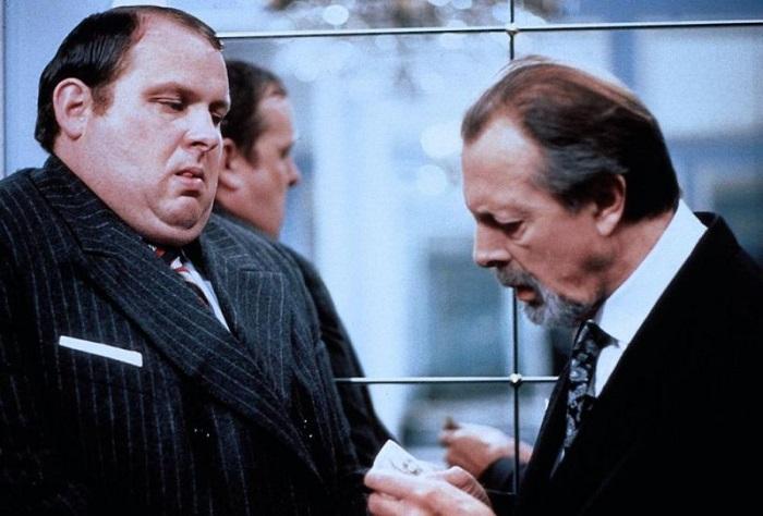 Домашние тираны не любят, когда обсуждают, как они кого-то покалечили. С преступниками то же самое: они злятся. Кадр из фильма «Гадкая девчонка».