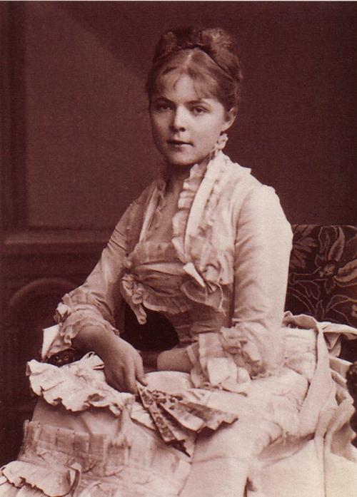 По воспоминаниям современников, Мария была красивой, умной, но вспыльчивой, с болезненной гордостью девушкой.