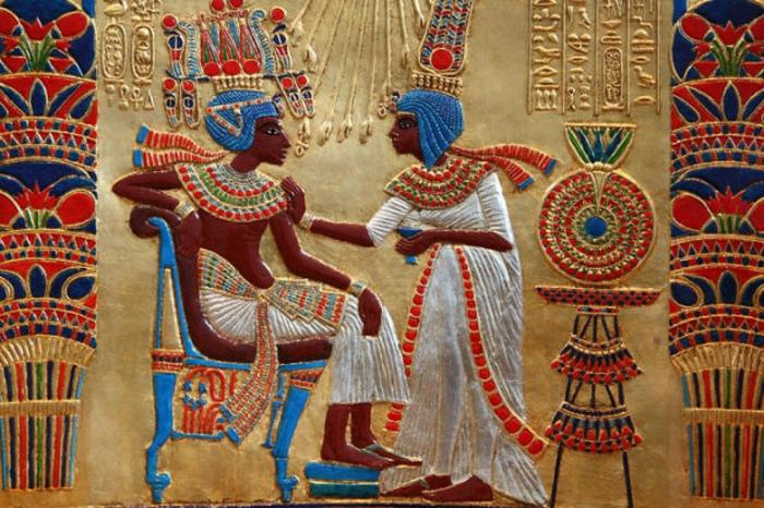 Древнеегипетская любовная поэзия не знает чувств сложнее тоски от разлуки и любования красотой.