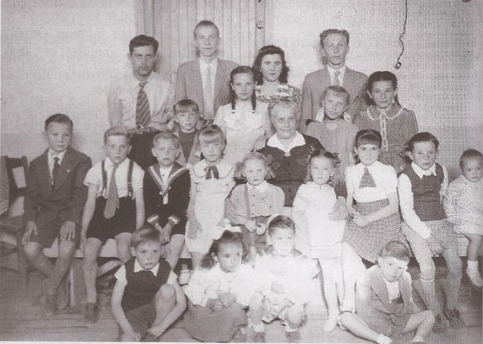 Ученики и учителя русского класса в Аргентине, 1945 год.