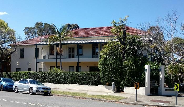 Главное здание бывшей школы, где училась Хелен Гофф.