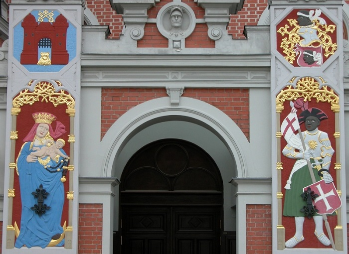 Вход в Дом черноголовых в Риге. Современная реконструкция.
