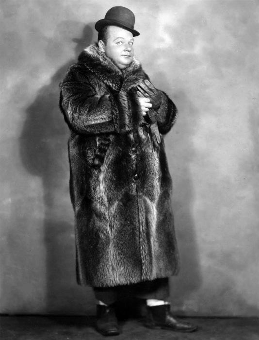 Умер Арбакль через много лет от инфаркта, переволновавшись по поводу только что подписанного большого контракта с Warner Bros.