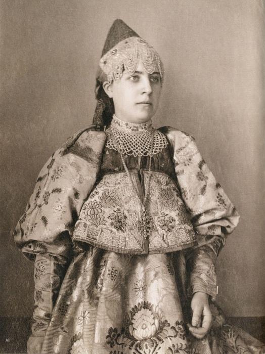 Русская крестьянка в свадебном костюме.