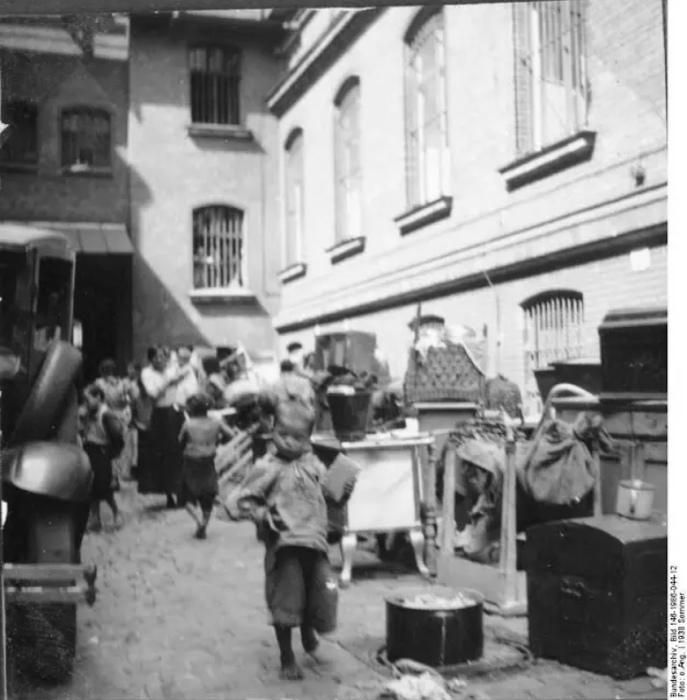 И до Гитлера в Германии были времена, когда цыган убивали по факту их этничности.