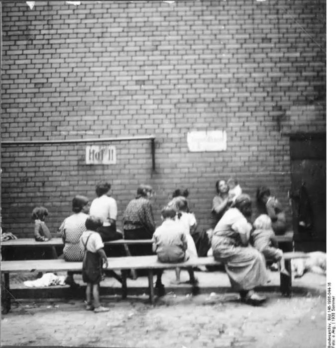 Цель исследований у нацистов была специфическая. Всё, в чём цыгане отличались от немцев, объявлялось вырожденчеством.