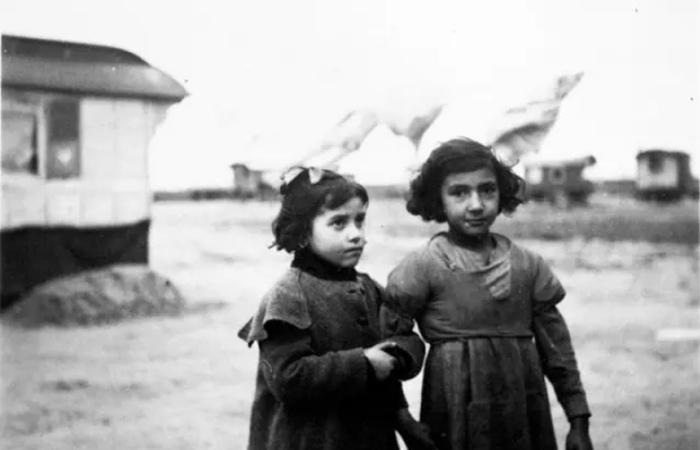 Фотографии жизни немецких цыган перед уничтожением в концлагерях.