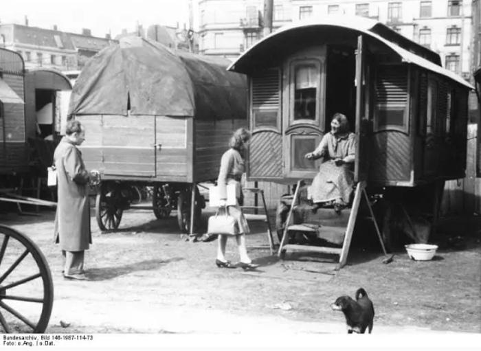 Английские цыгане заимствовали у немецких идею фургонов-домов.