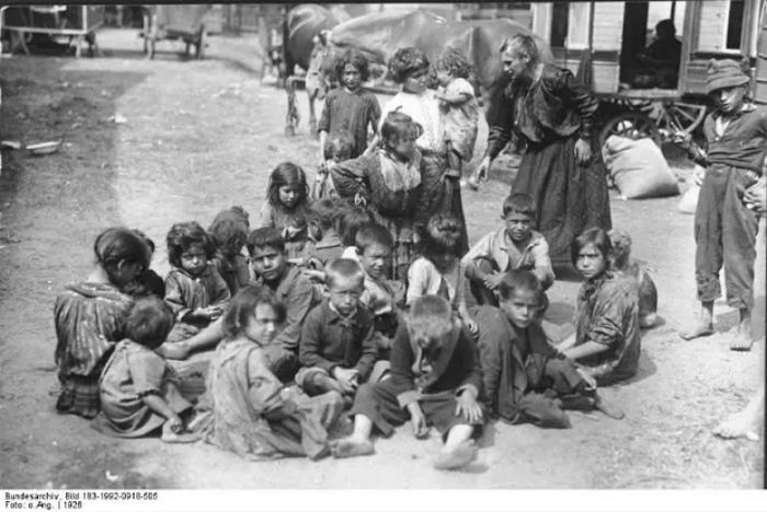 Даже когда появление цыган в немецких землях было незаконно, священники не отказывались тайно крестить детей.