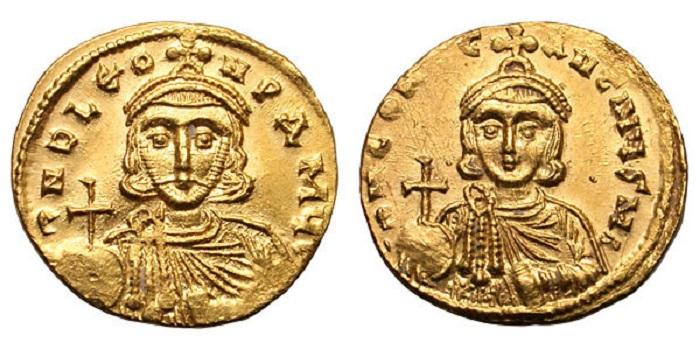 На византийских монетах чеканили портреты государей. Справа — Константин Копроним, слева — его отец, император Лев III.