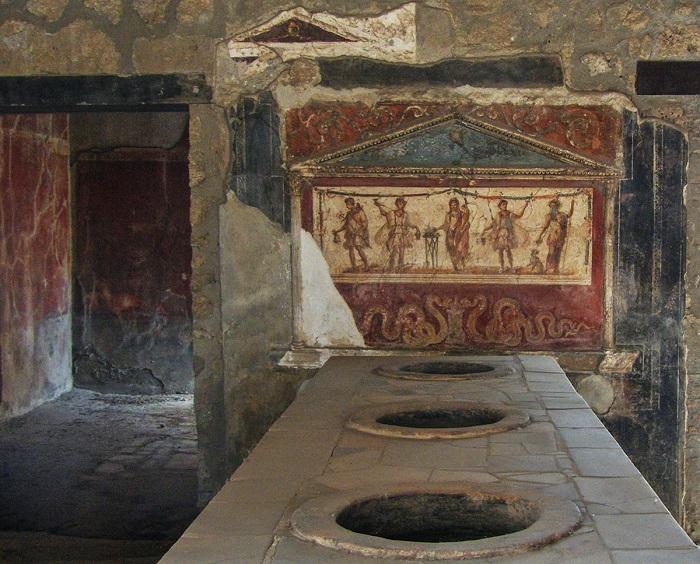 Ресторанчики Помпей назывались термпополиями и продавали заранее приготовленные блюда.