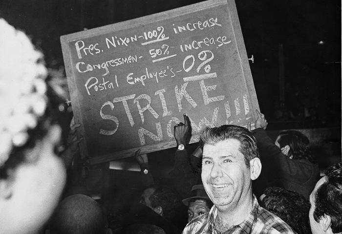 Фото с почтовой забастовки.