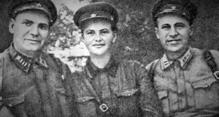 Мария Байда с товарищами.