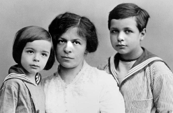Милева с детьми от Альберта.