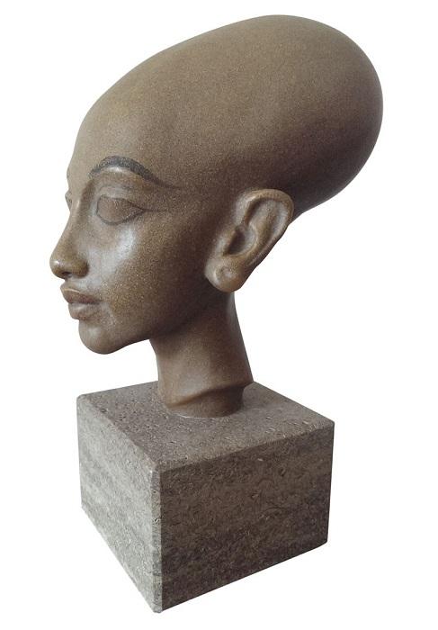 Такую форму головы долго и упорно придавали знатным детям Древнего Египта. Она считала благородной.