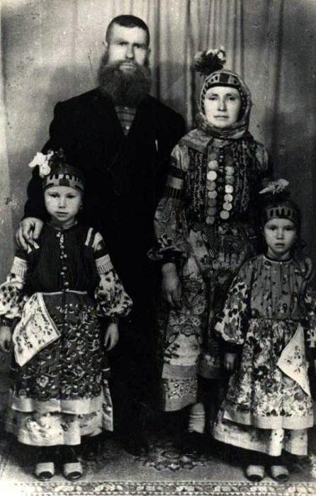 Тот самый атаман Саничев с семьёй.