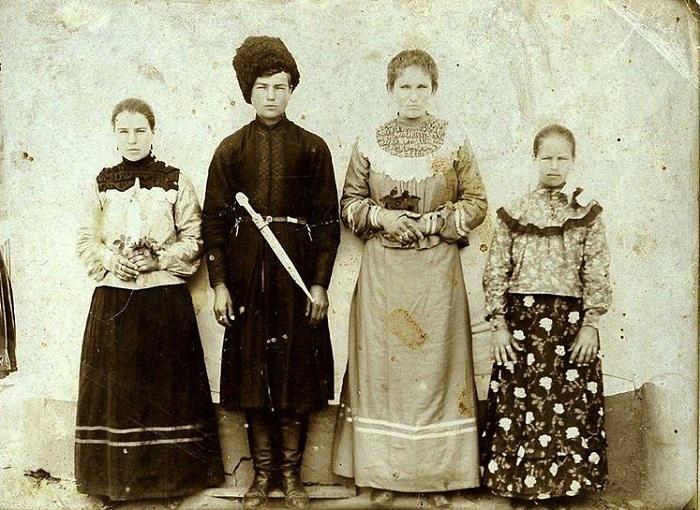 Большую часть года кубанские казачки держались строго, но на Маргоськиной неделе им было лучше не попадаться.