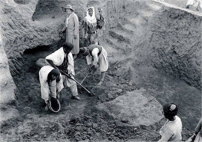 Агата Кристи на раскопках развалин Древнего Вавилона.