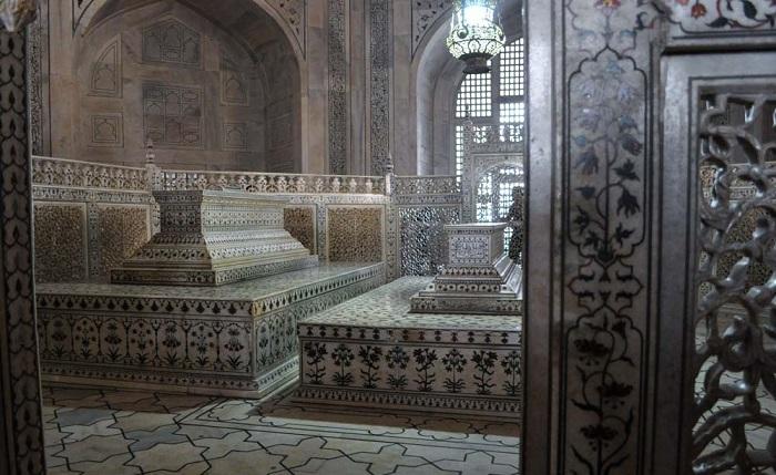 Гробницы Шах-Джахана и Мумтаз-Махал.