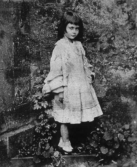 Алиса была любимицей Кэрролла, в том числе как фотомодель, и это принесло ей немало неприятных минут, как она рассказала в пятнадцать.