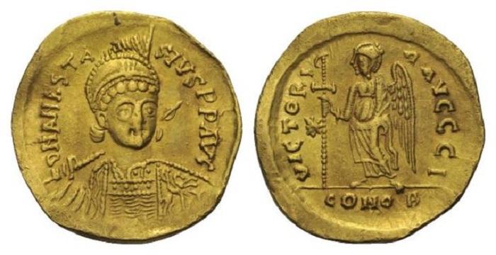 Анастасий получил прозвище Нечестивый буквально на пустом месте. Он сильно не грешил, церквей не разорял, сам был верующий. Монета с его портретом.