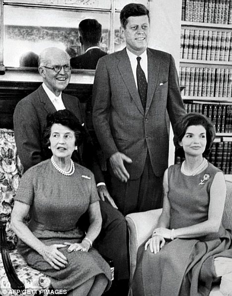 Свекровь научила Жаклин Кеннеди просто сбегать из дома почаще, чтобы не видеть, как к ней относится муж.