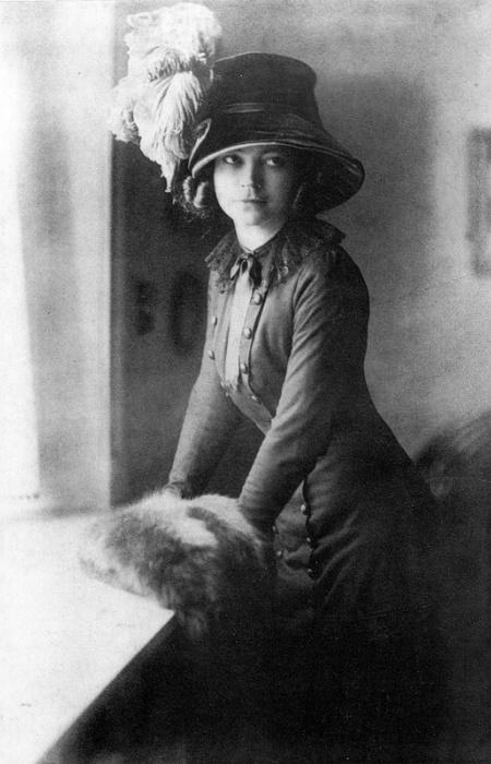 В 1910 году Аста начала сниматься в кино