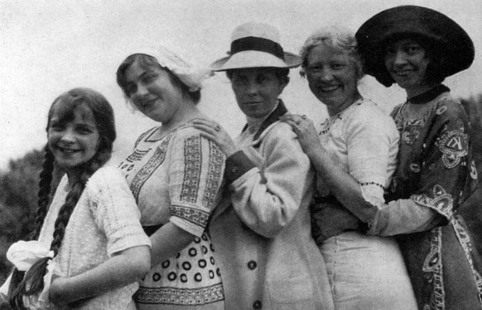 12-летняя Йеста, приятельницы Асты и Йоханны, Йоханна и Аста