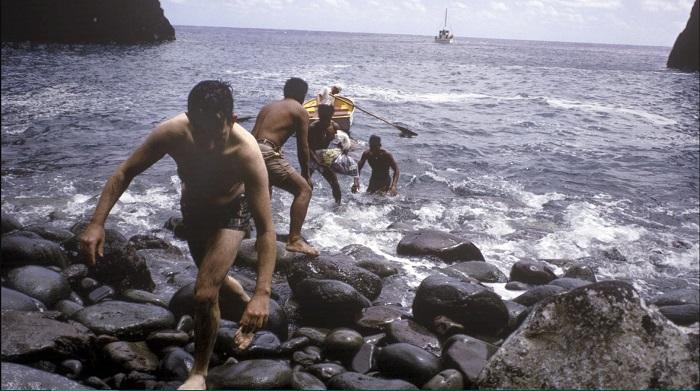 Кадр из фильма-реконструкции, снятом с теми же мальчиками в год их спасения.