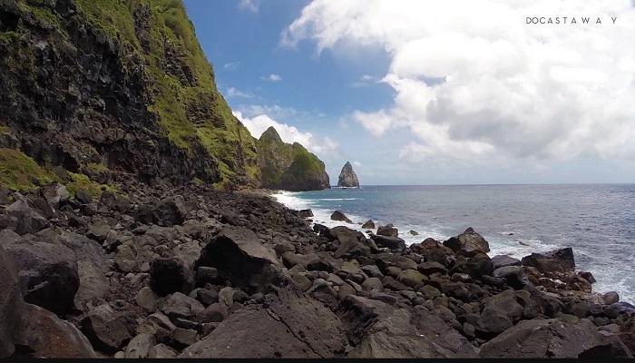 Остров фактически представлял собой большую скалу, по которой порой было непросто передвигаться.