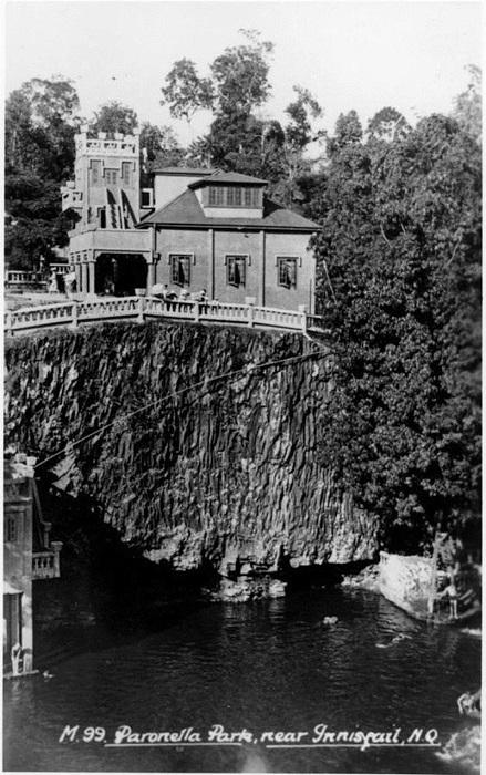 Замок над ручьём.
