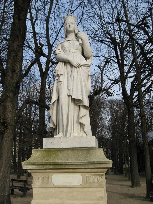 Памятник святой Батильде.