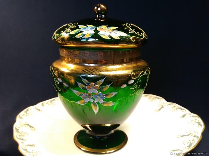 Чешское рукотворное стекло не хуже метеоритного.