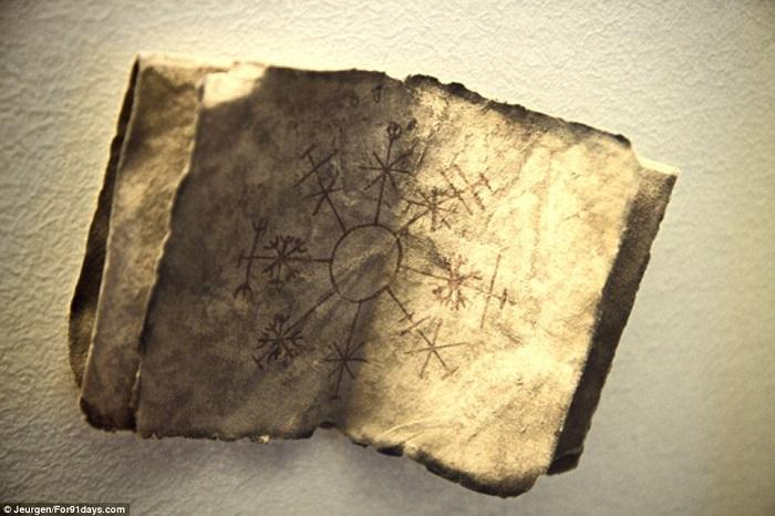 Колдовская книга из исландского музея магии.