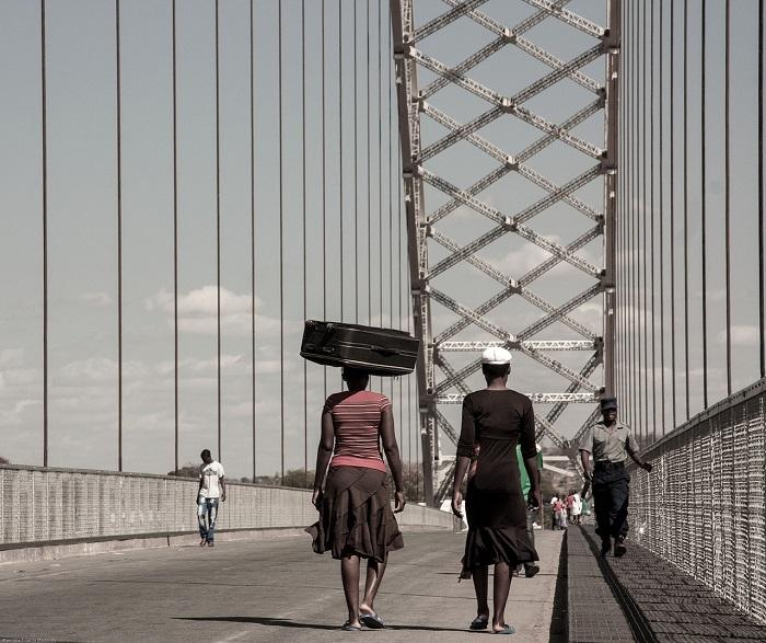 У женщин Зимбабве часто развивается депрессия от непосильной нагрузки.
